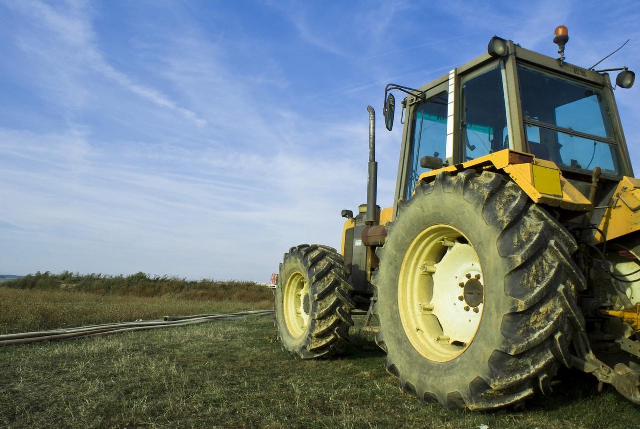 Na traktorze lub za traktorem